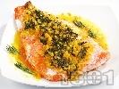 Рецепта Печена сьомга със спаначено-шафранов сметанов чеснов сос на фурна, в йенско стъкло или на грил тиган
